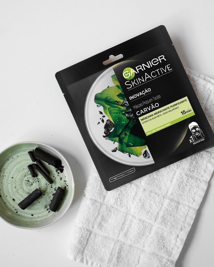 Garnier Tissue Mask Pure Charcaol Black Algae Purifying & Hydrating Pore-Tightning (32 ml)